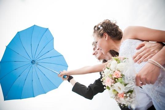 Hart paraplu trouwfoto